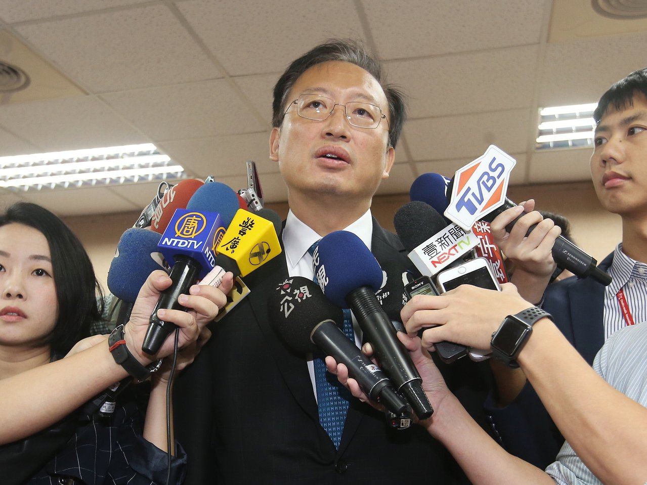 外交部次長吳志中受訪時表示,駐德國代表是非常稱職的代表,為國家做很多事。記者楊萬...