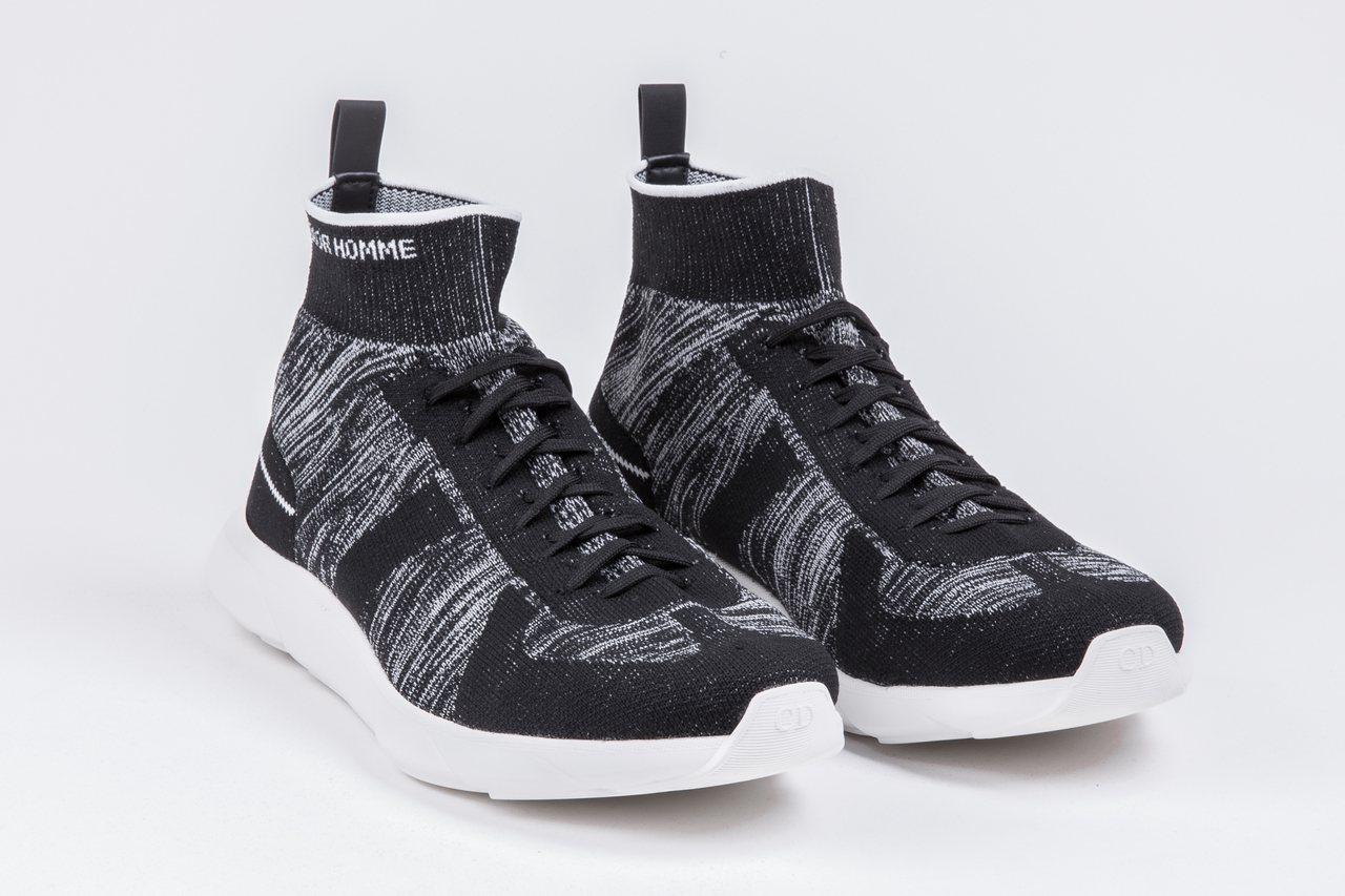 B21白色網眼飾襪運動鞋,售價22,000元。圖/Dior提供