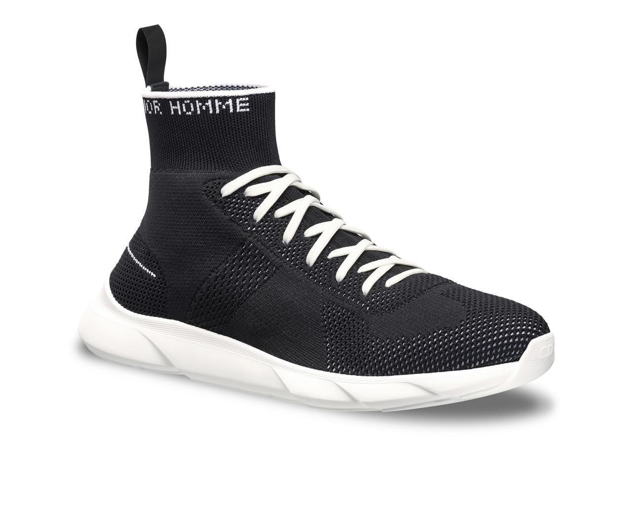 B21黑色網眼飾襪運動鞋,售價22,000元。圖/Dior提供