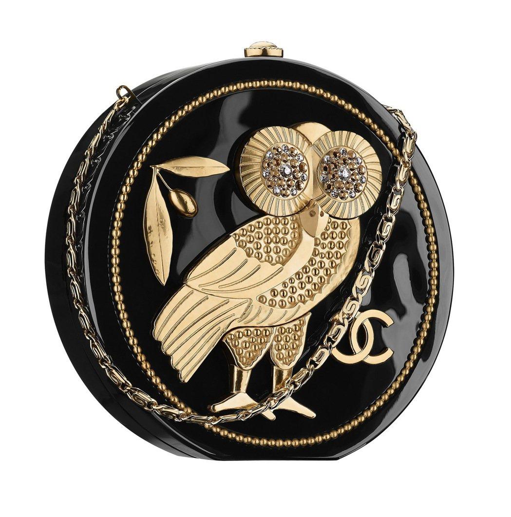 黑金貓頭鷹圓形硬殼包,44萬3,900元。圖/香奈兒提供