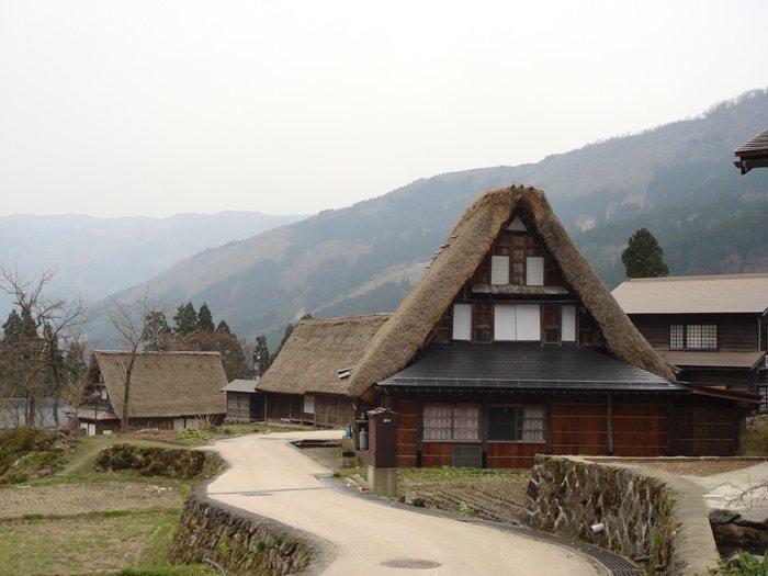 雄獅旅遊趁台北旅展,推出日本北陸合掌村5日現省5000元優惠。圖/雄獅旅遊提供