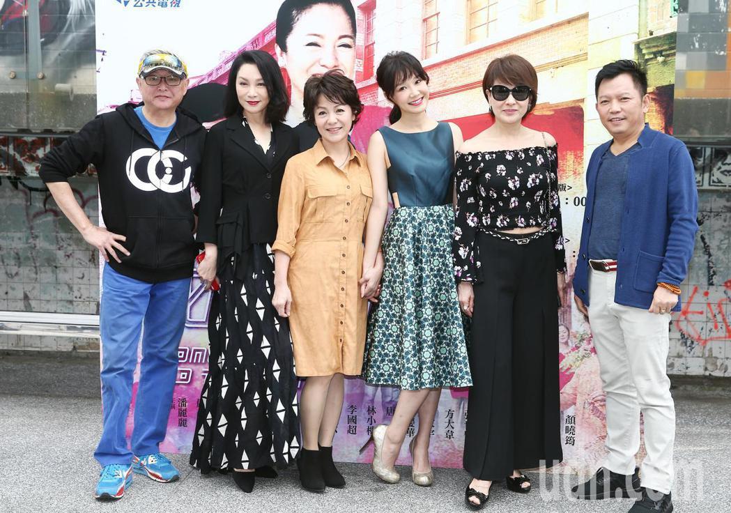 公共電視全新自製網路劇《城市情歌》主要演員,李國超(左起)、張瓊姿、潘麗麗、李佳...