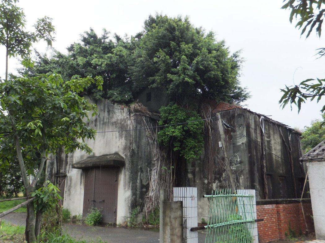 位在台南市永康區飛雁新村留有日據時期傳原通訊所。圖/台南市都發局提供