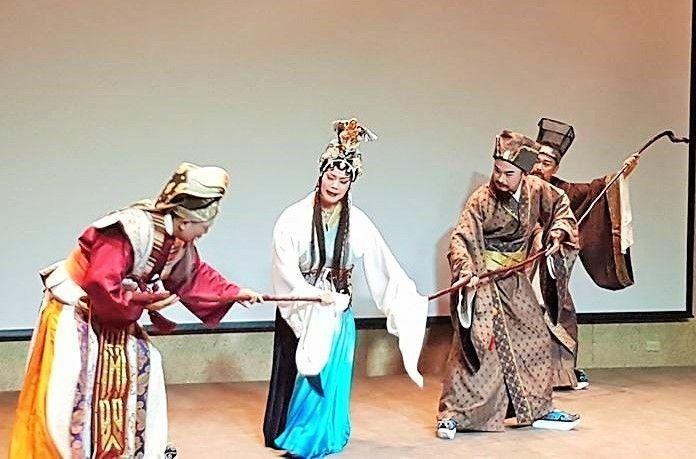 豫劇皇后王海玲(中)將在年底戲劇大作中,一人擔綱12個角色,獨立演繹花旦、武旦、...
