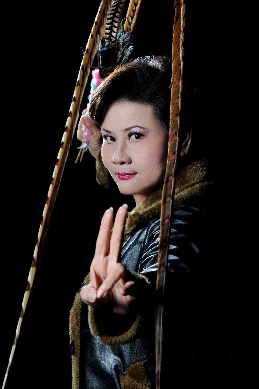 國家文藝獎得主、65歲豫劇名伶王海玲,擅長扮演男女各種角色,被稱作是百變皇后。報...