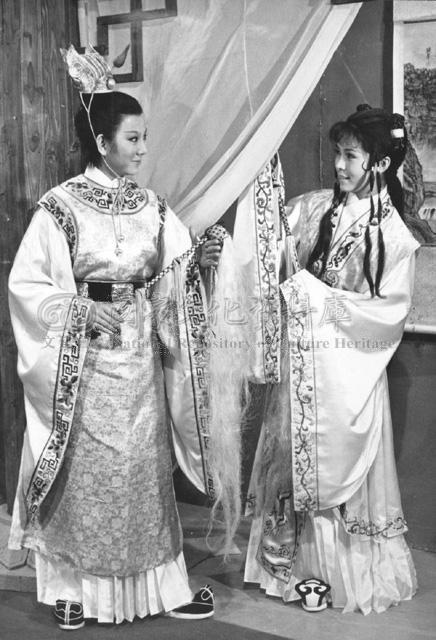 凌波(左)的男性扮相廣受好評,在「七世夫妻」首集中,與女主角飾演被貶入塵世的一對...