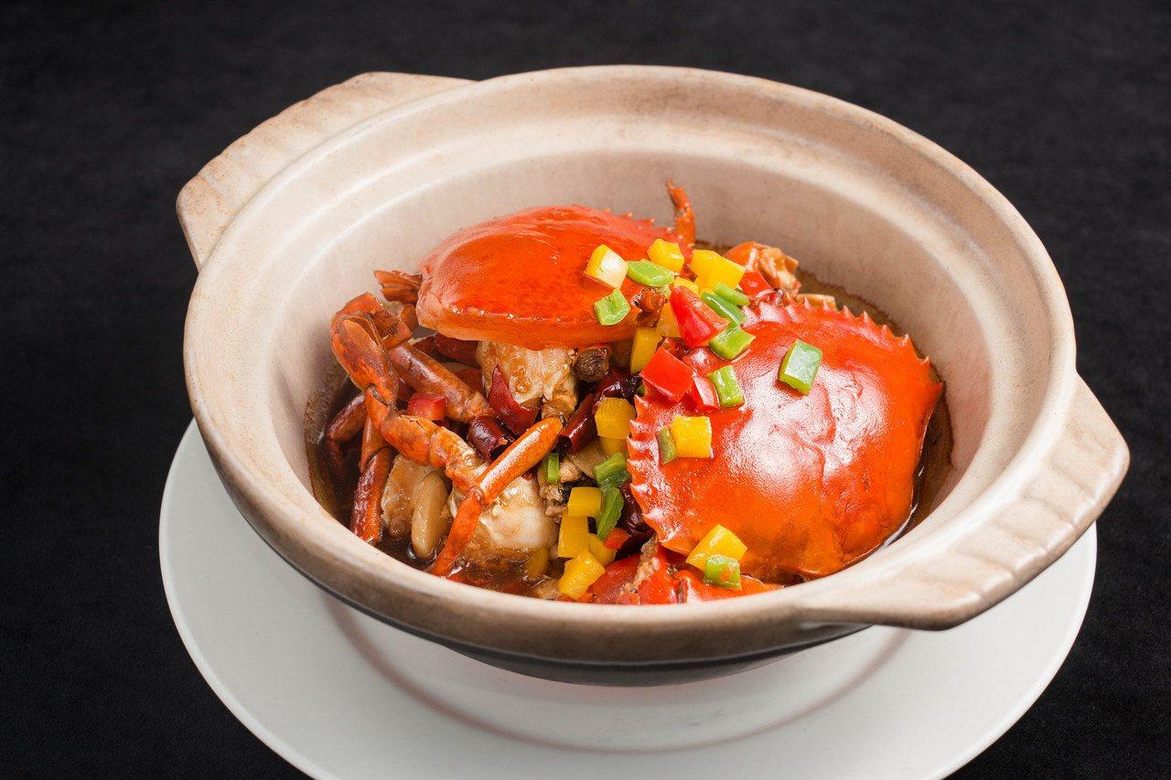 華國大飯店的帝國嗆辣蟹。圖/華國大飯店提供