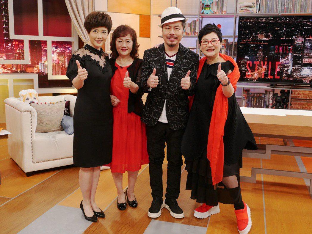 寇乃馨(左起)、寇媽媽、黃國倫上張小燕主持的「小燕有約」。圖/TVBS提供