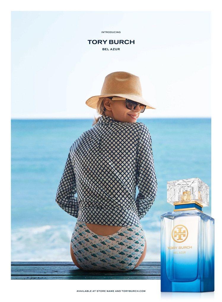 設計師Tory Burch親自入鏡,為藍色假期淡香精拍攝形象照。圖/盧亞提供