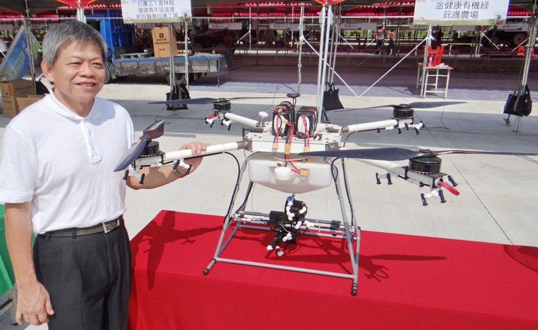 台灣農機業者成功研發出噴灑農藥效能獨步全球的農藥無人機,將在雲林國際農機大展亮相...