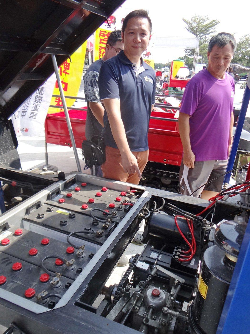 農機也走環保風,業者推出減碳的油電混合農機車。記者蔡維斌/攝影