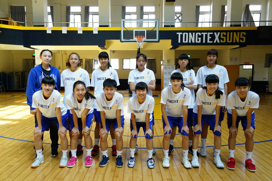 新竹縣東泰高中女籃隊成軍不到3年,表現優異,將在12月到高雄參賽,希望能爭取8強...