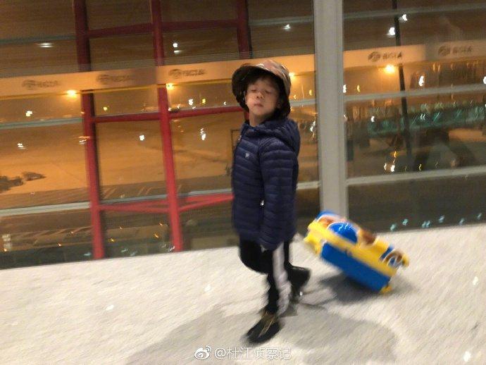杜江的兒子嗯哼,率直的漢子性格,深受粉絲喜愛。圖/摘自杜江微博