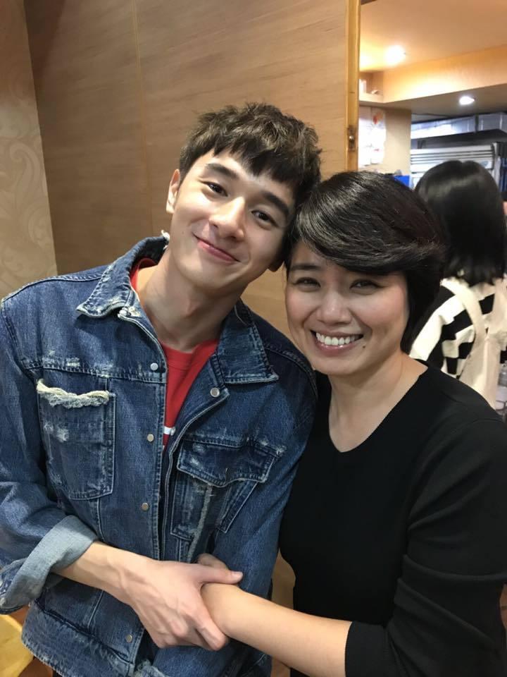 嚴藝文(右)在「我的男孩」中飾演張軒睿的媽媽。圖/摘自臉書