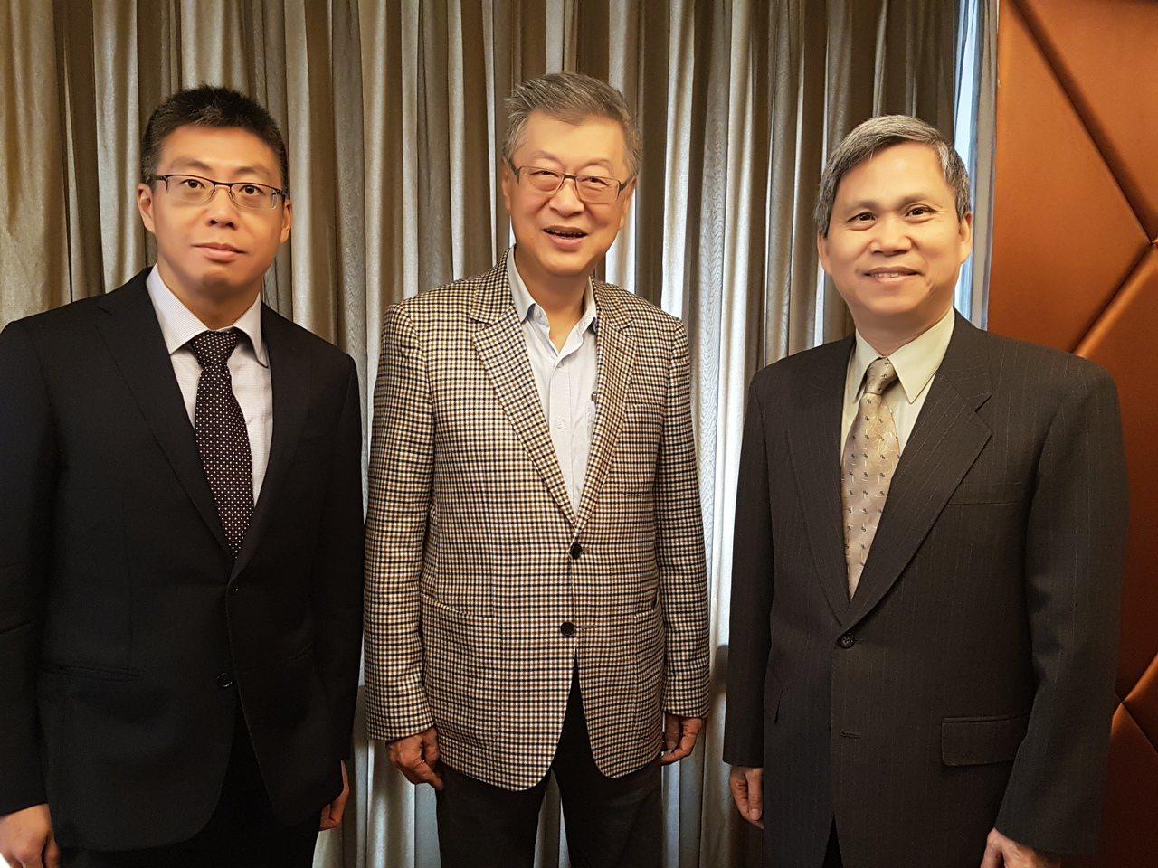 由行政院前院長陳冲(圖中)擔任董事長的「新世代金融基金會」,將舉辦新世代金融傳播...