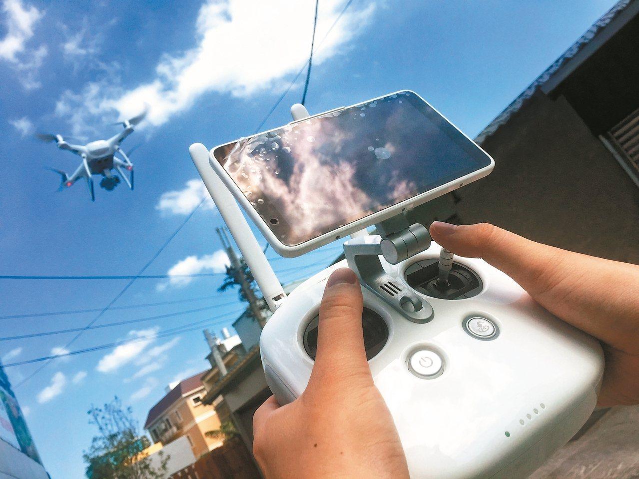 遙控無人機(空拍機)將嚴格管控,日月潭6個特定區即日起列為「禁航區」。 記者王騰...