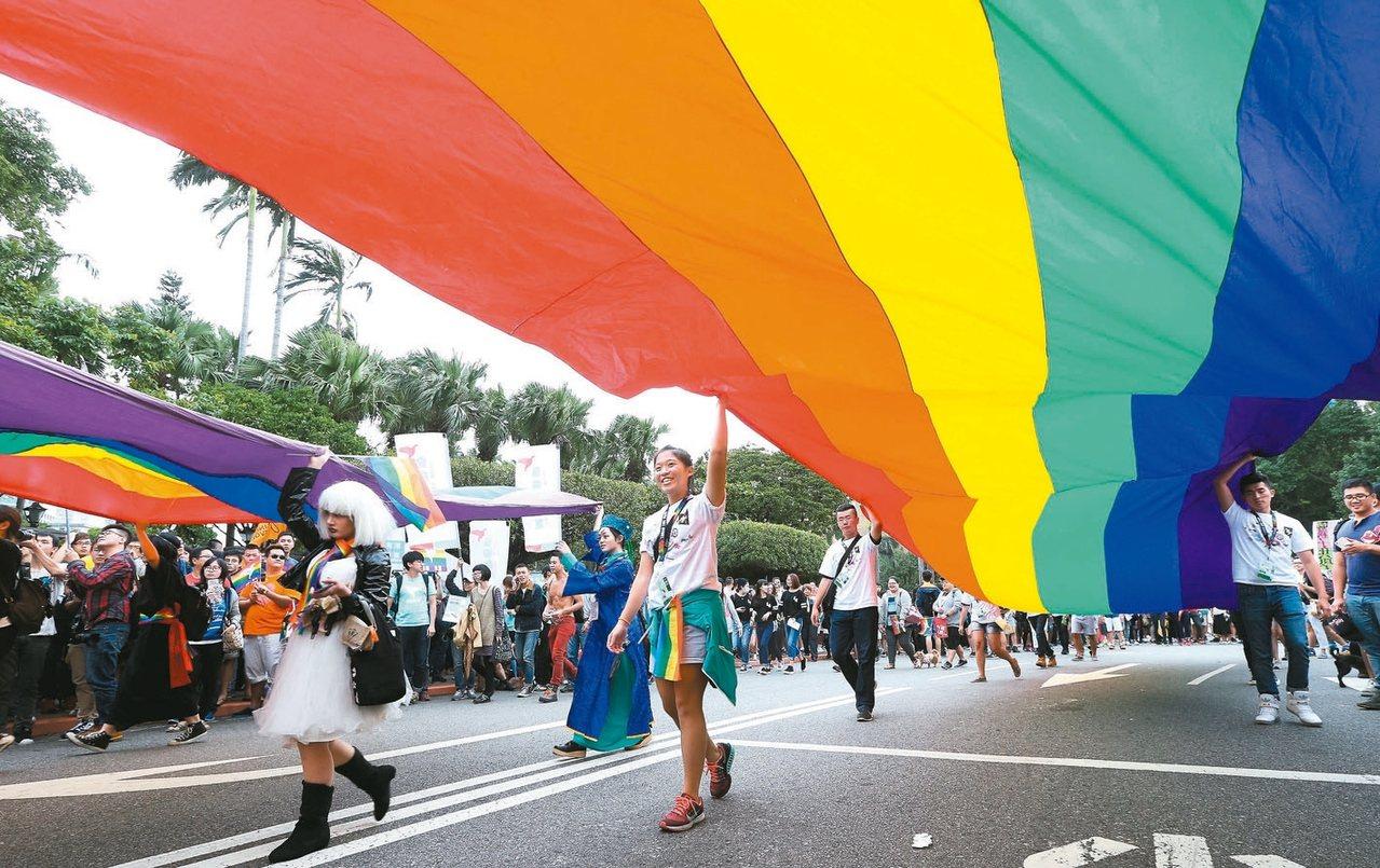 第15屆台灣同志遊行明天下午舉行,活動也吸引眾多國際友人支持。 報系資料照