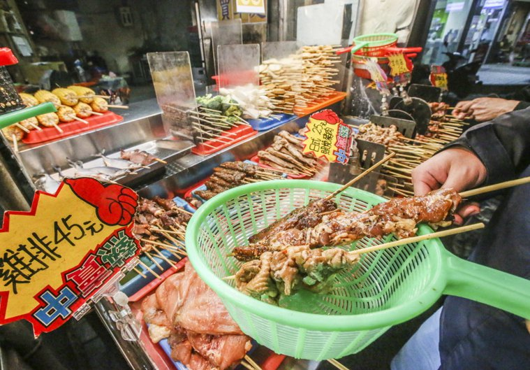 避免大腸癌,盡量少吃燒烤類食物。 本報系資料照/記者楊萬雲攝影