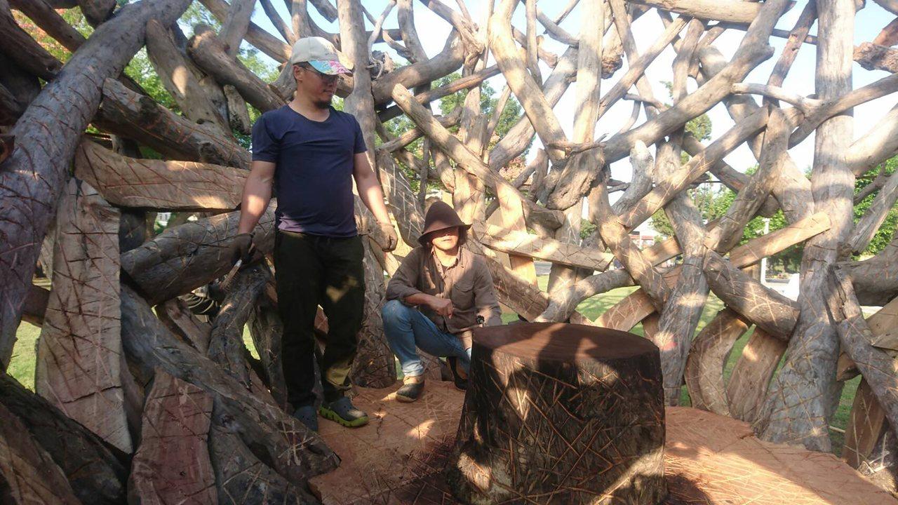第一屆桃園國際漂流木藝術節在桃園區風禾公園登場。(桃園市文化局提供)中央社