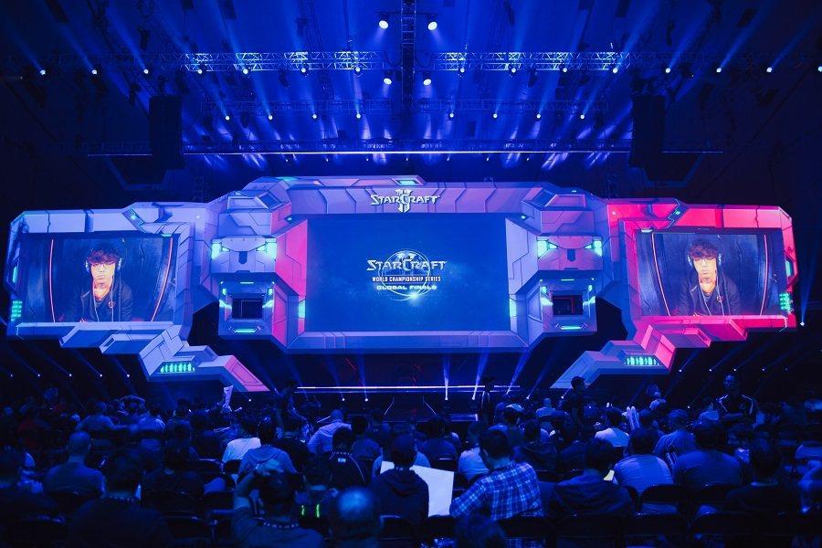 暴雪電競館亦將變成為運動酒吧,連續兩夜轉播《鬥陣特攻®》、《星海爭霸®II》、《...