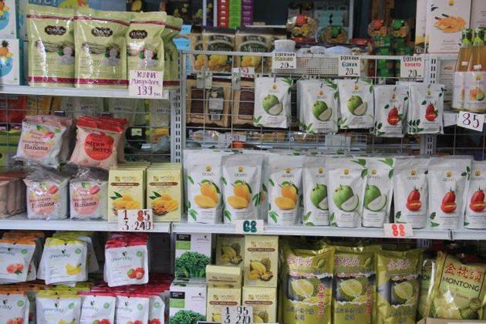 泰國零食成為熱門代買商品。(王建棟攝)