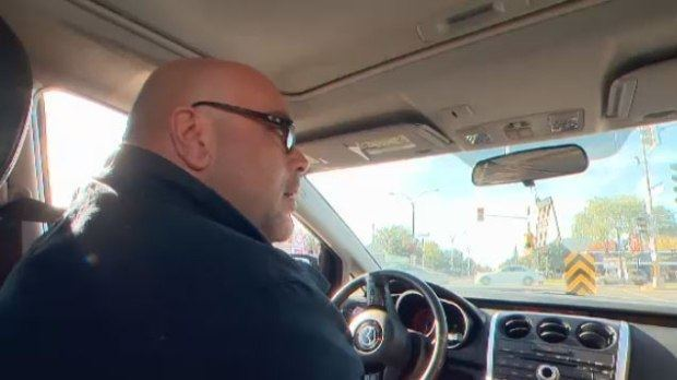加拿大男子陶菲克(Taoufik Moalla)因為在車內大聲唱歌而被警察開罰單...