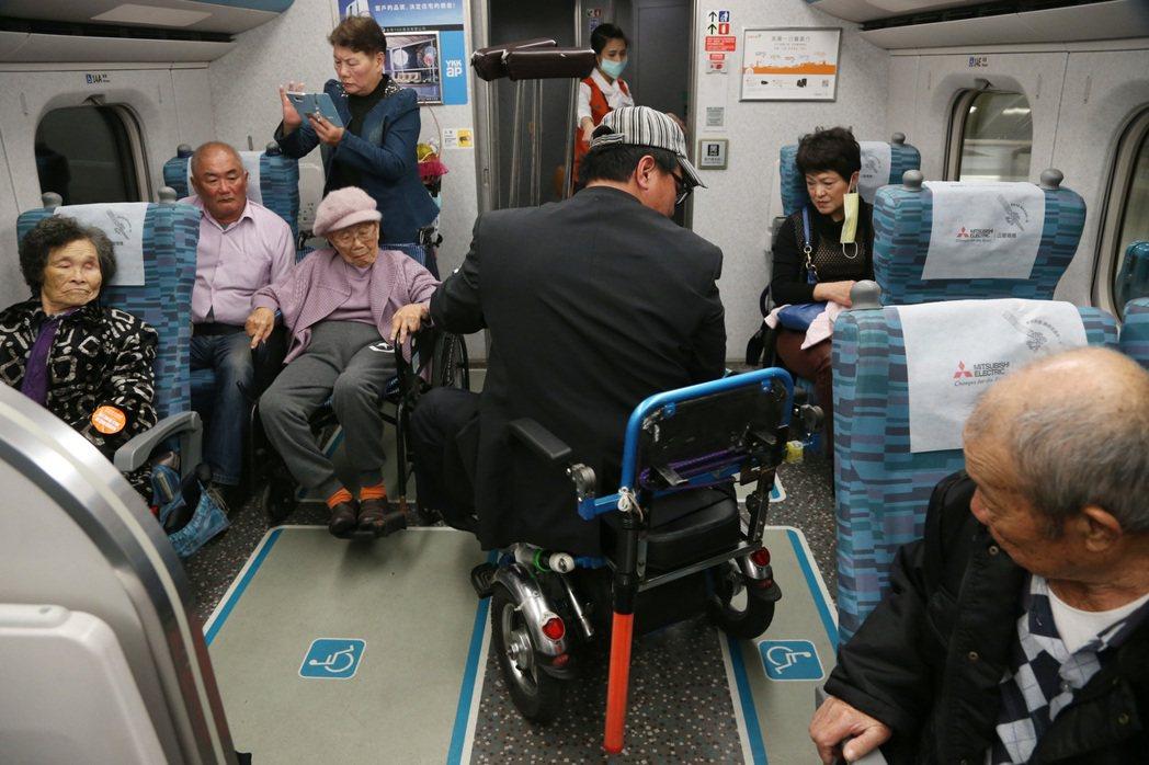高鐵十年,該精進服務不同族群旅客,去除障礙者購票的差別對待,增設無障礙席。 圖/...