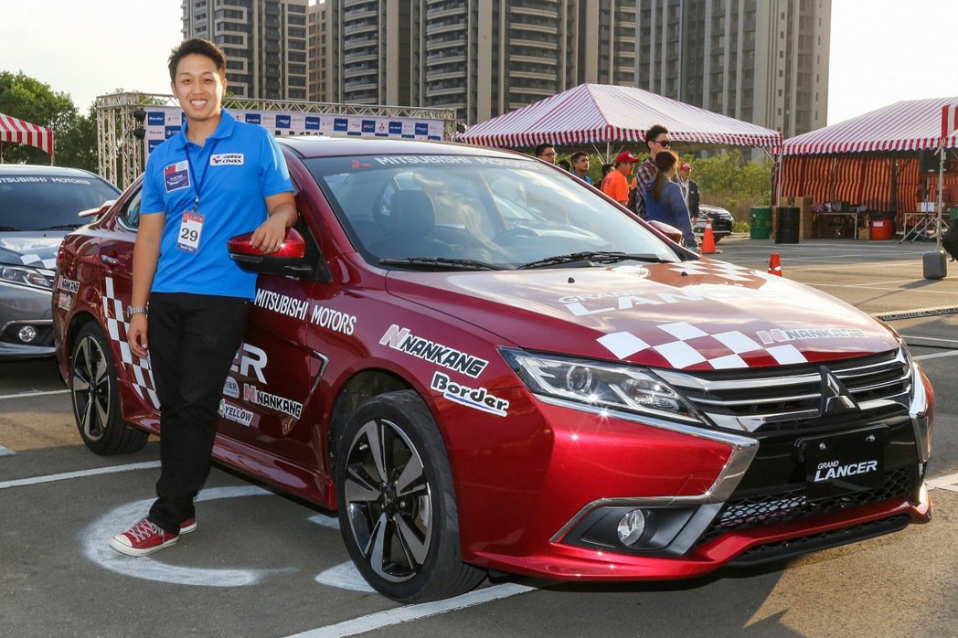 台灣冠軍車手廖君豪為國爭光,駕馭GRAND LANCER與各國好手同台競賽。 圖...