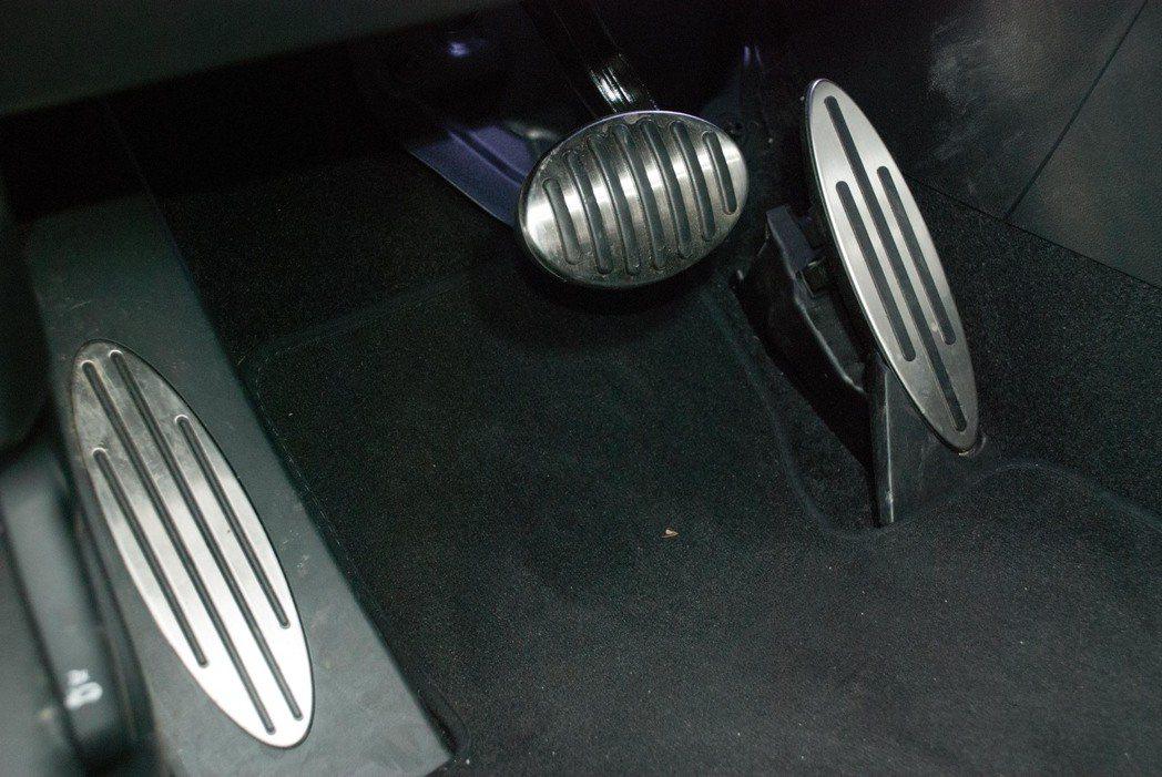 鋁合金踏板。記者林昱丞/攝影
