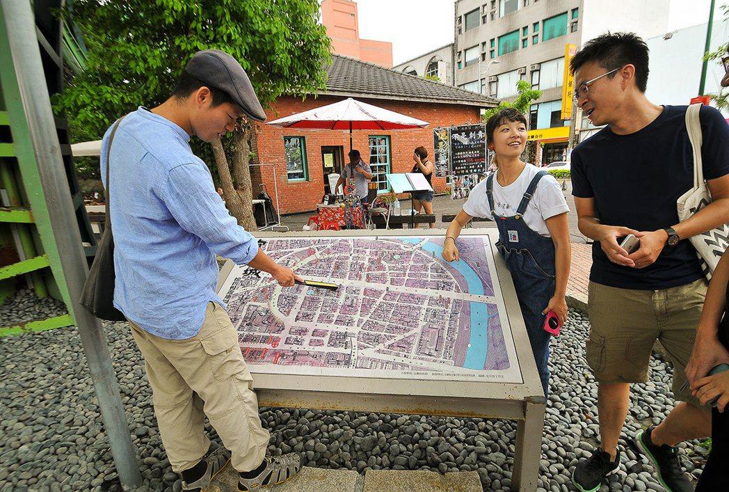 丟丟銅森林廣場有一個宜蘭舊城古地圖,可以一窺當年古城的街道與城門分布。