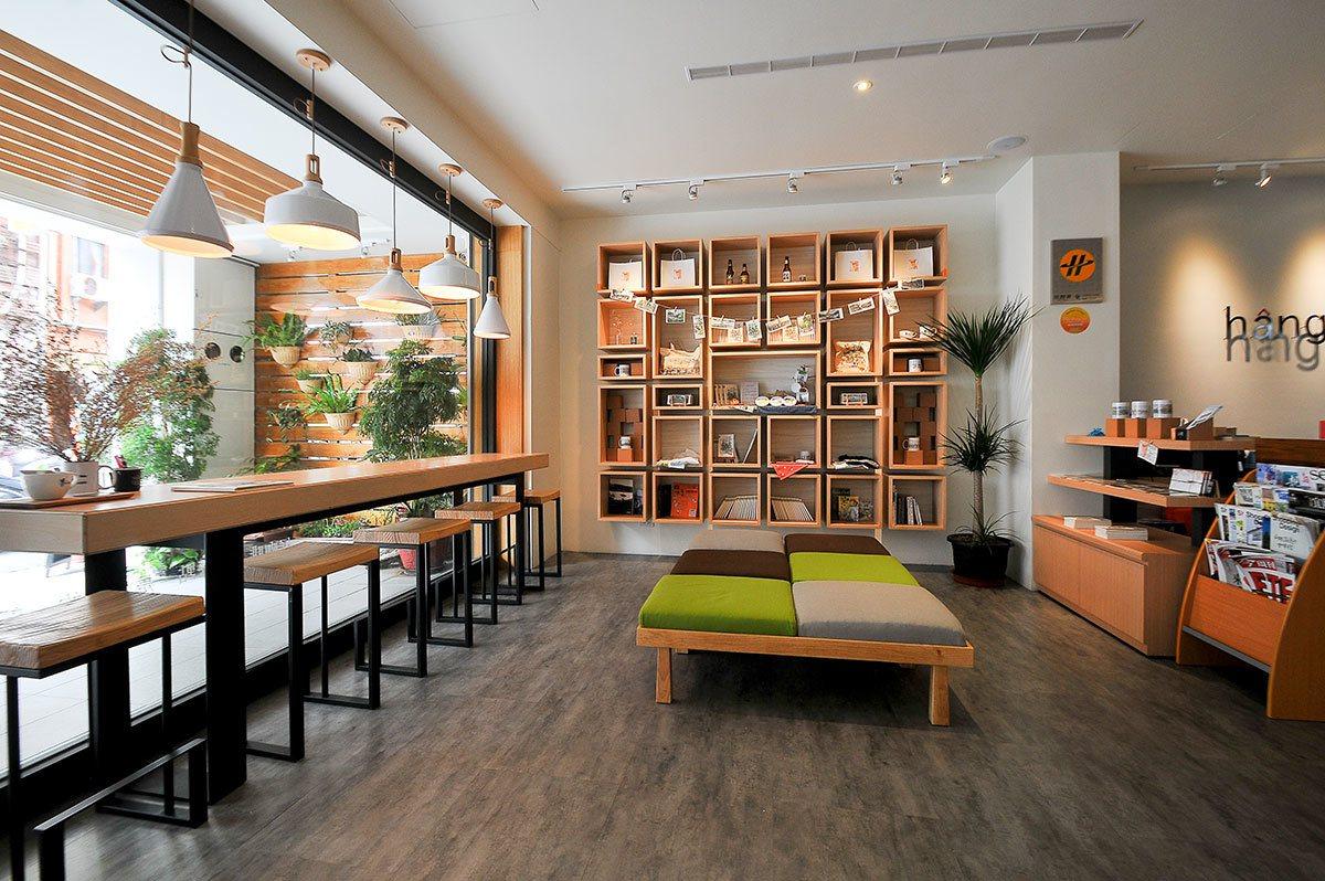 「行口文旅」邀來「HaoHaoKaffe」在一樓設立,用餐空間寬敞舒適。