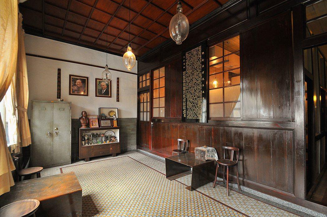 「合盛太平」二樓保留了原來陳家客廳做為陳金波紀念室。