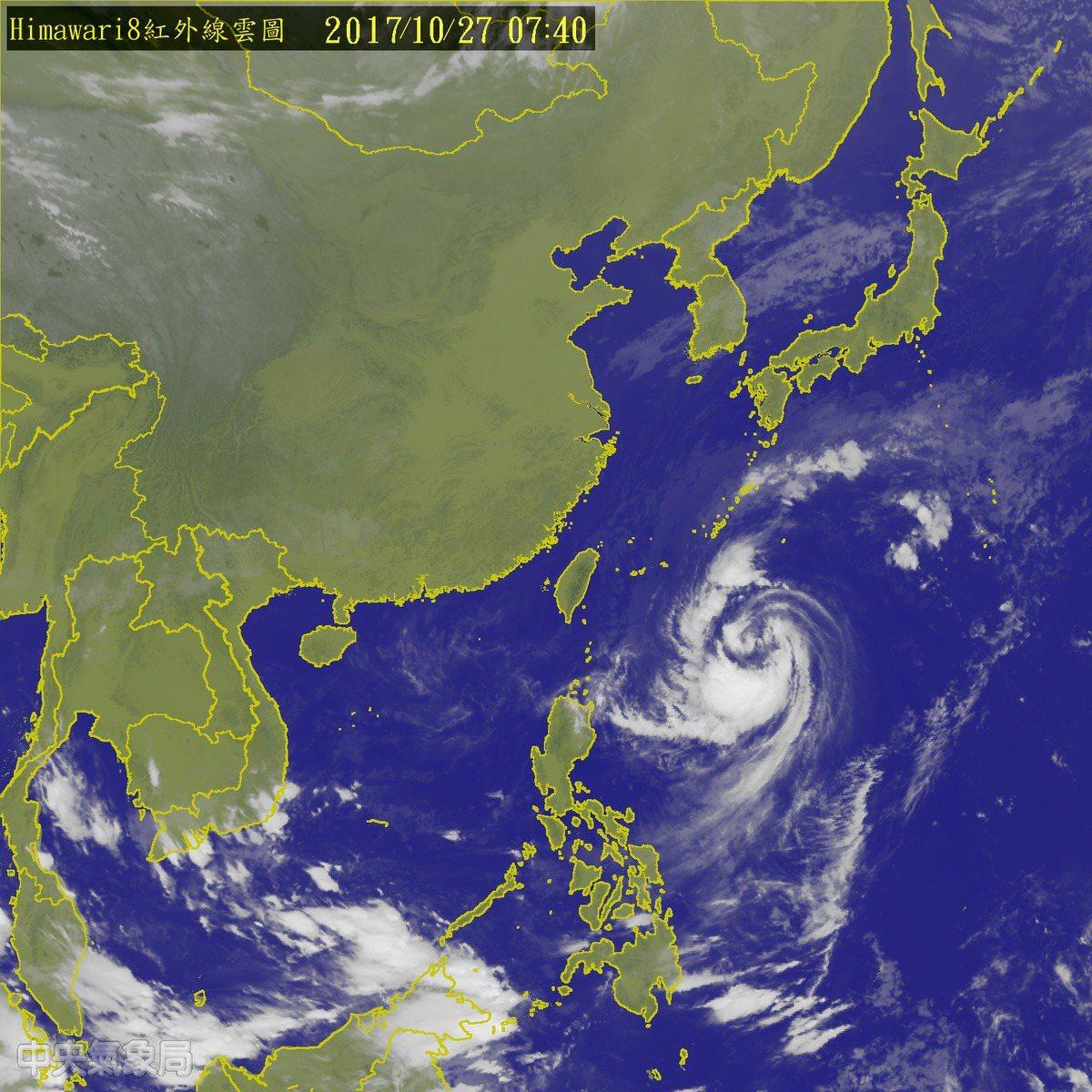賴忠瑋說,今晚到明天凌晨將是蘇拉颱風最接近台灣的時候,中心距離台灣東海岸將可能只...