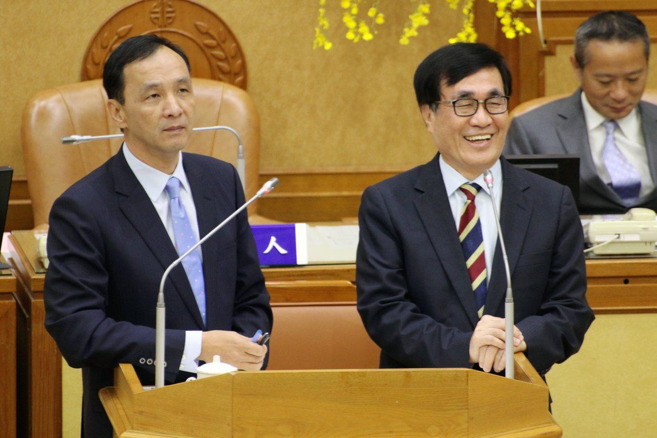 新北市長朱立倫(左)舉例嘉義縣選舉,國民黨很高興。記者王敏旭/攝影