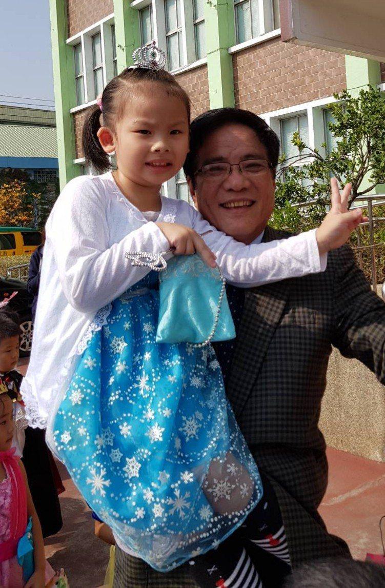 有意參選嘉義縣長的現任太保市長黃榮利, 認為民進黨是成熟政黨卻玩小孩遊戲。 圖/...