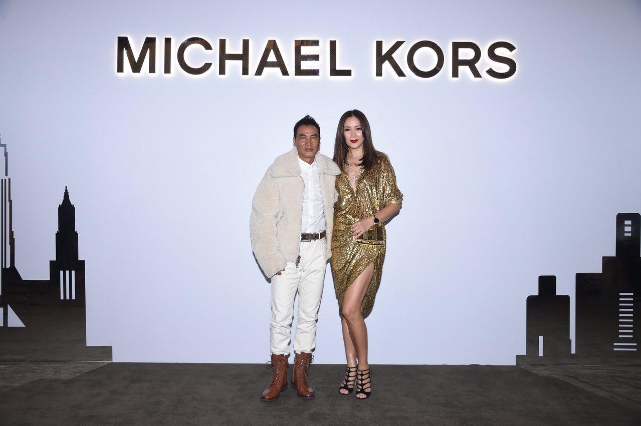 任達華和琦琦夫妻同台慶賀MK九龍圓方店開幕活動。圖/MICHAEL KORS提供