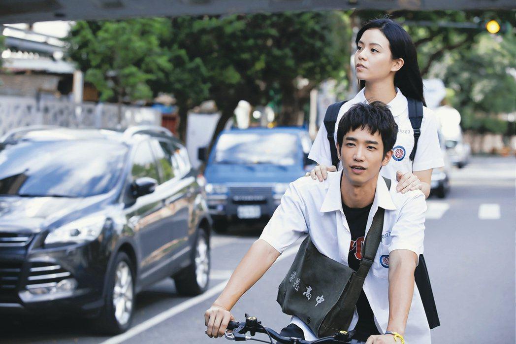 劉以豪、宋芸樺演出新片「帶我去月球」。圖/星泰娛樂提供
