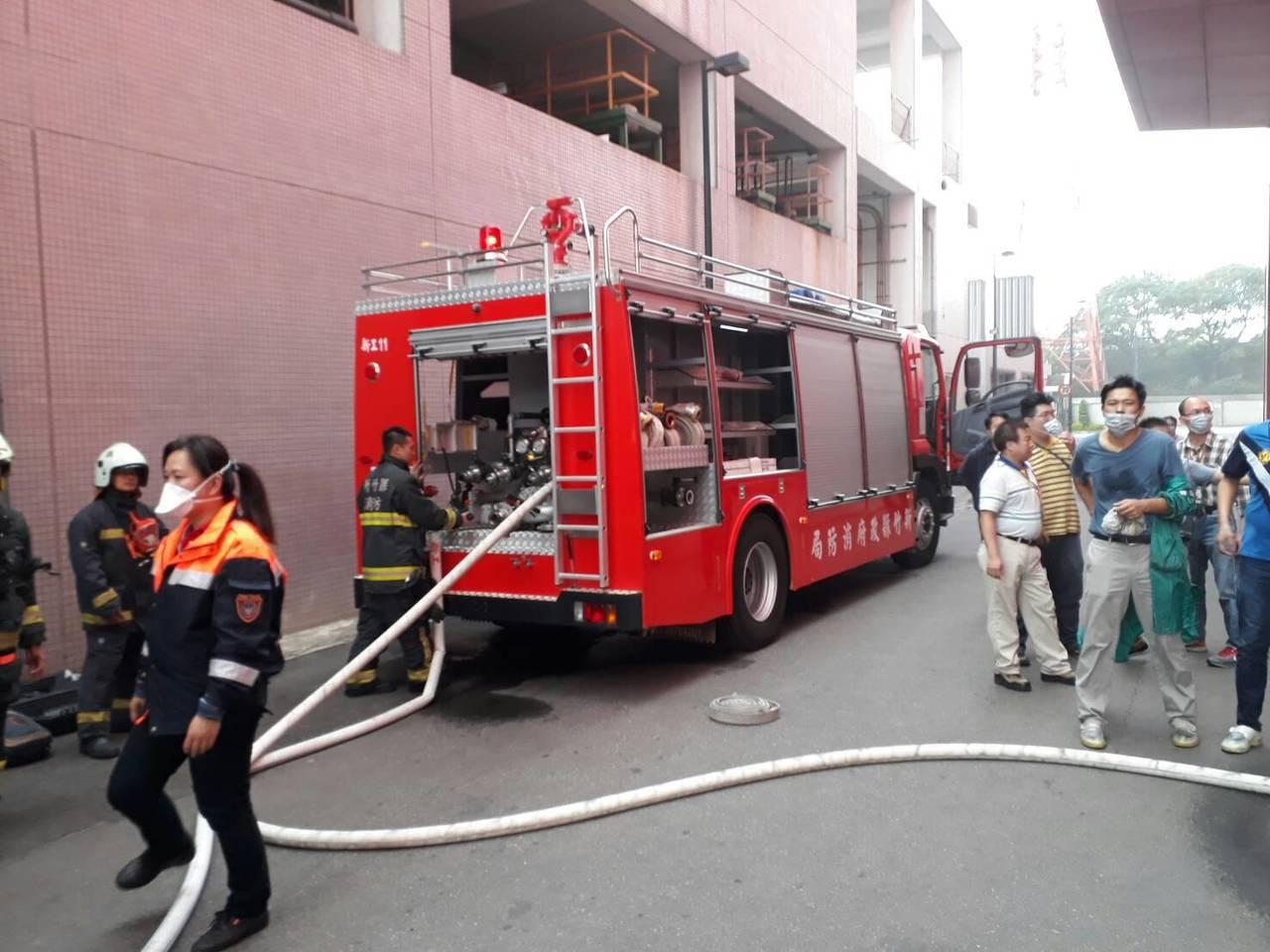 新竹縣湖口昇陽光電廠今日中午傳出火警。圖/新竹縣消防局提供
