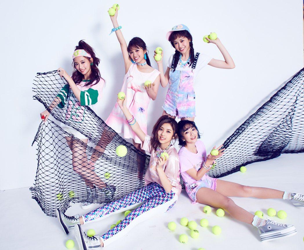 女團TUD平均年齡21歲,團員晚玩(左1)有靈異體直,另一位團員貝果(前排右)也