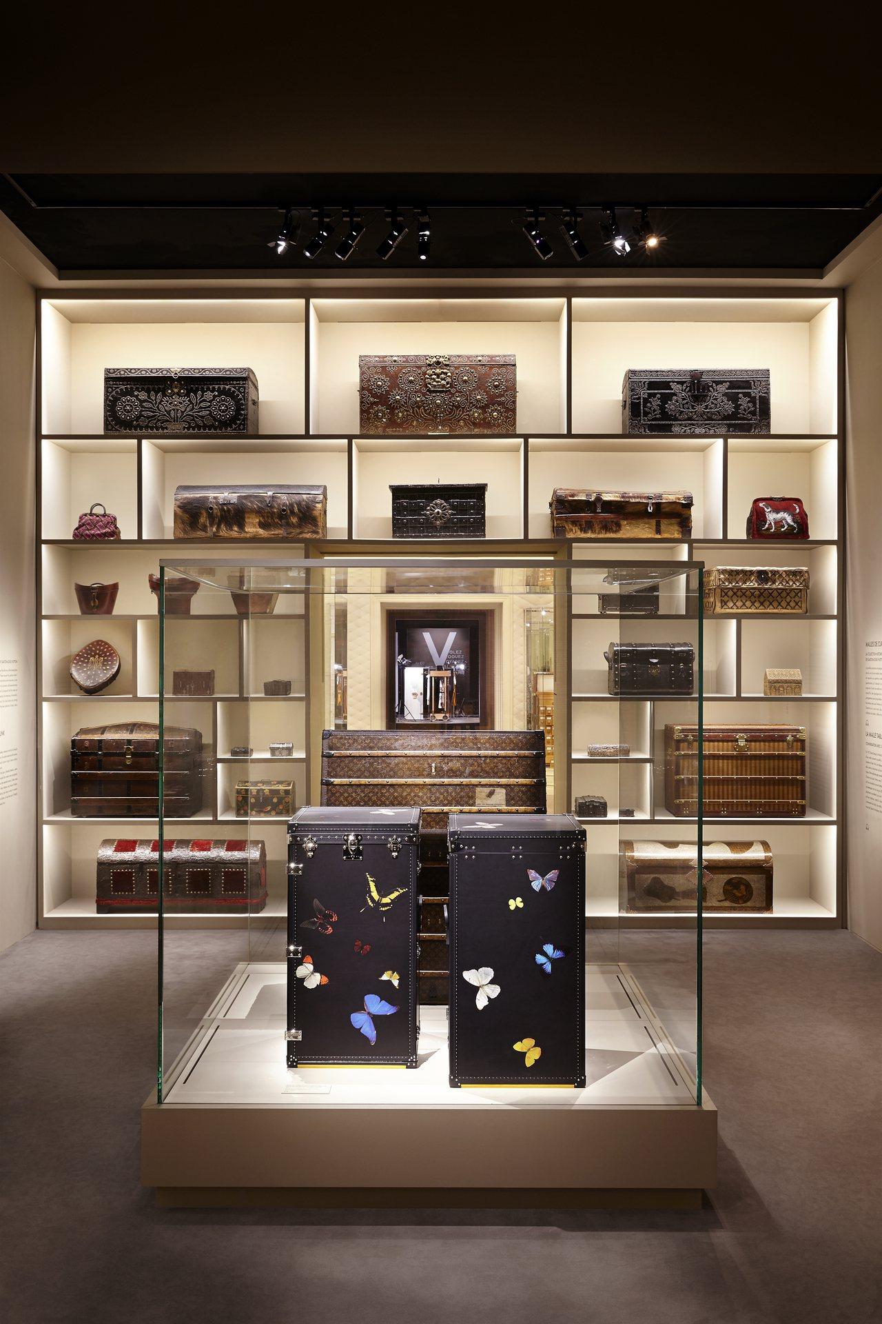 「飛行、航行、旅行」系列展覽以行李箱呈現品牌歷史。圖/LV提供