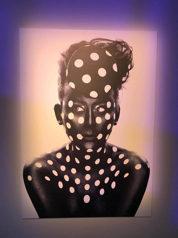 藍心湄是小凱老師的時尚繆思,在彩妝師攝影藝術展中可以看到她的百變樣貌。記者陳立儀...