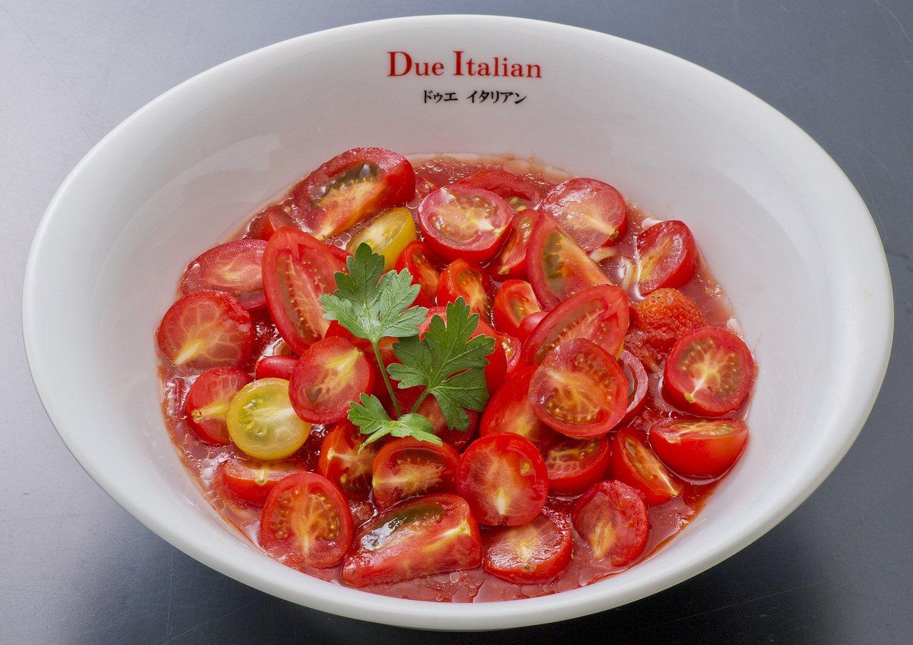 2015至2017連續三年獲得米其林美食推薦的Due Italian,鋪滿小番茄...