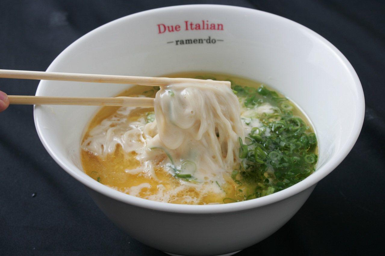Due Italian起司拉麵,295元。圖/新光三越提供