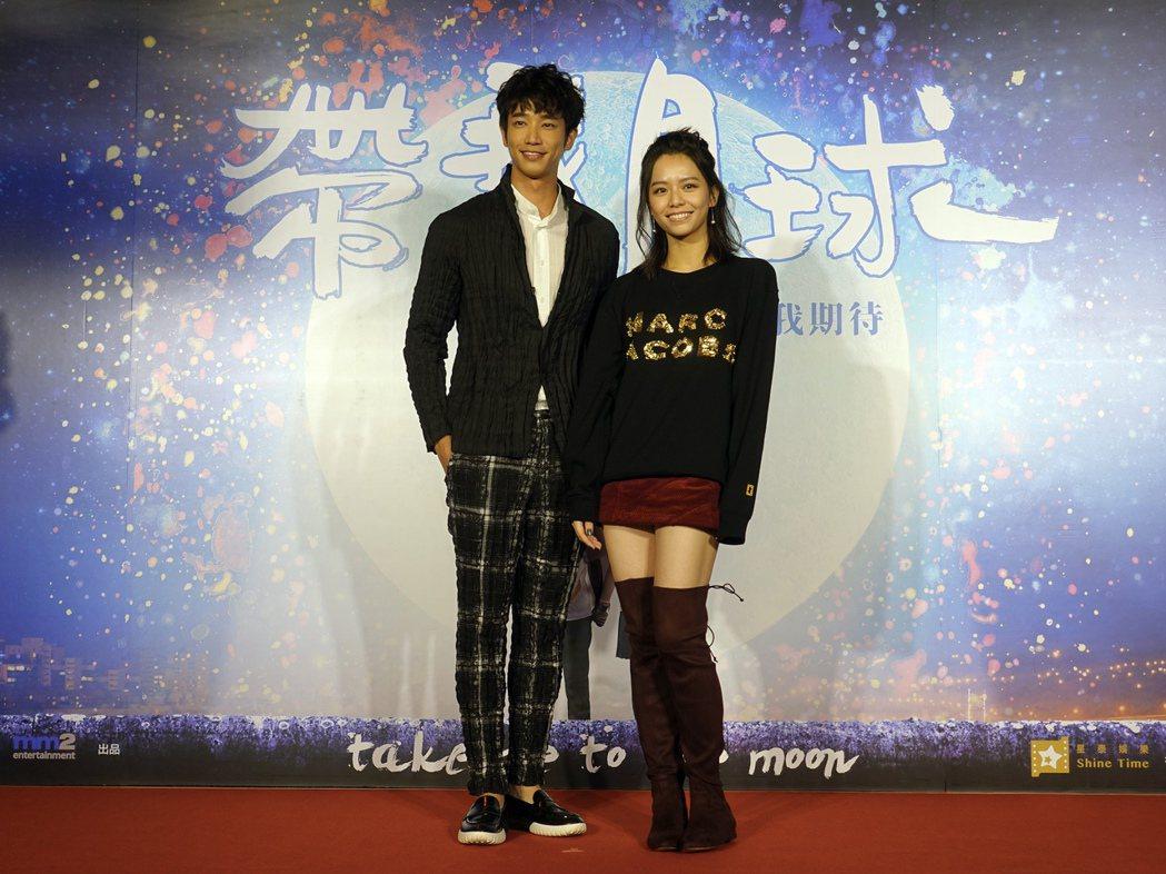 劉以豪(左)與宋芸樺(右)在「帶我去月球」有動人演出。圖/星泰提供