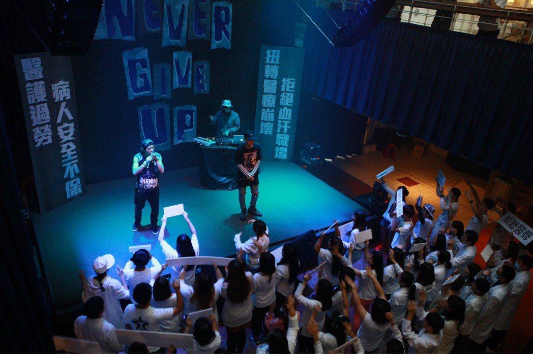 李國毅在「麻醉風暴2」身兼醫生、饒舌歌手兩身份。圖/公視提供