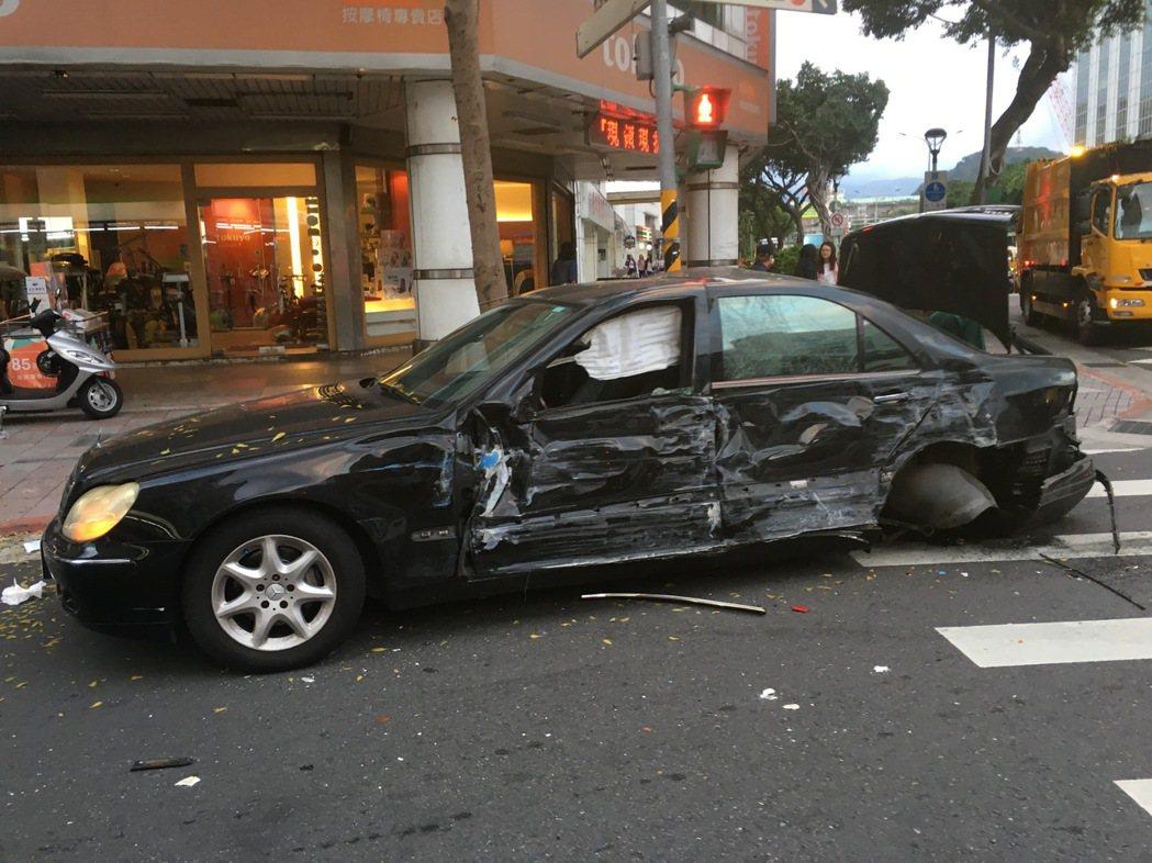 余男的車體嚴重損毀。記者李承穎/攝影