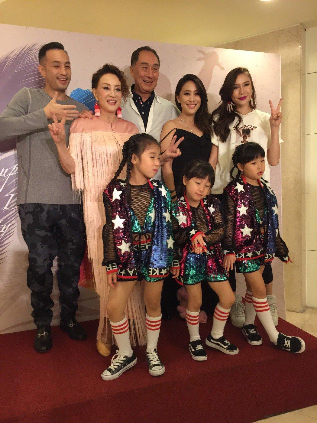 韓湘琴生日,和唐威結婚45週年,女兒唐可珊、兒子唐志中和老婆小咪帶2女兒、乾女兒...