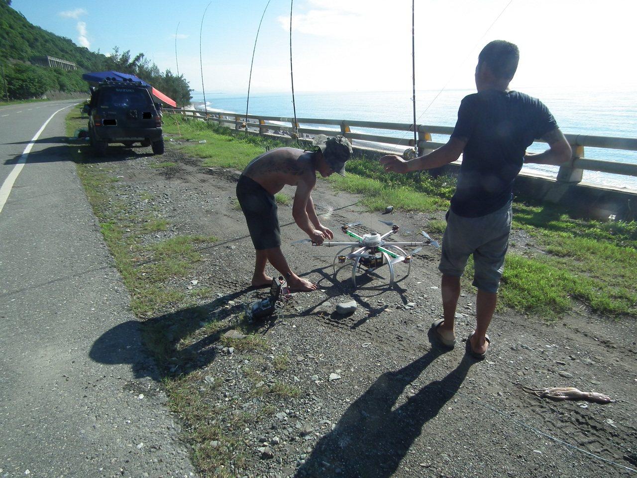 無人機6項操作限制規定,其中不得投擲和不能夜飛等2項,就讓喜愛空投放長線的釣客說...