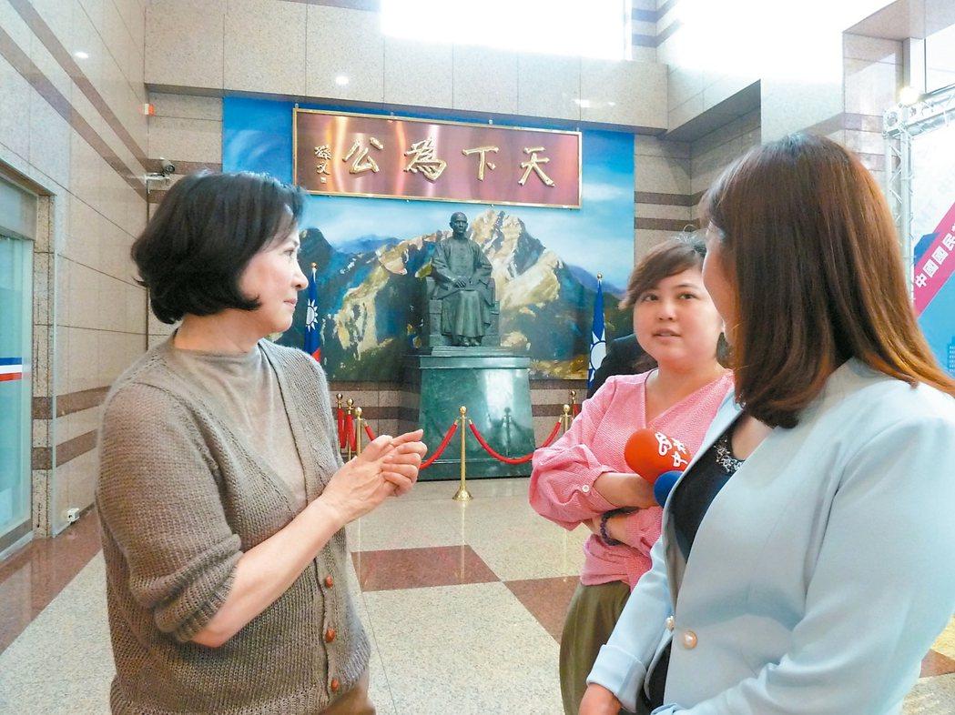國民黨主席吳敦義妻子蔡令怡(左)。 圖/記者周志豪