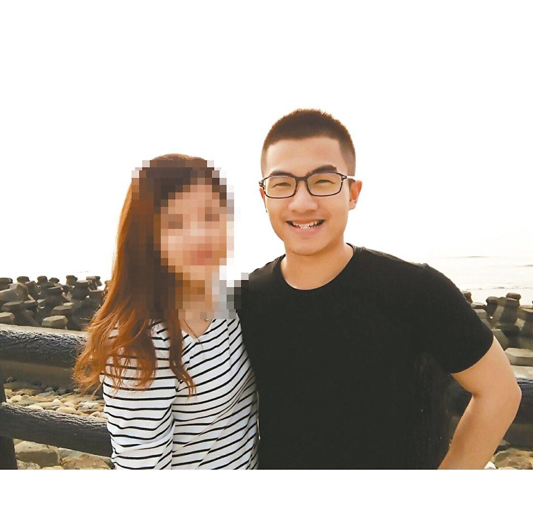 廿一歲、擔任消防員一年的林永軒(右)因公殉職,護理師女友恰好在當時的急救醫院工作...